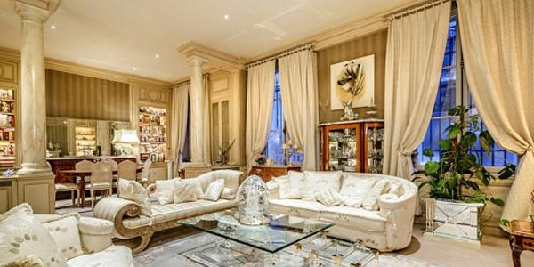 Duplex atypique d'environ 400 m² chargé d'histoire cinématographique ayant abrité le couple mythique Brigitte Bardot-Günter Sachs.