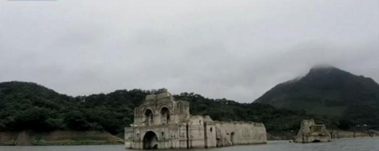 Une église du XVIe siècle émerge d'un réservoir au Mexique