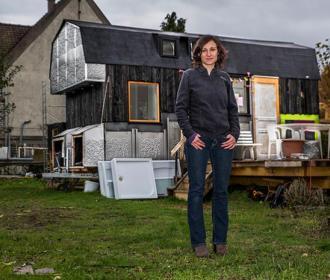 Sophie a construit sa tiny-house 100% récup' toute seule !