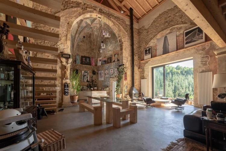 Cette église du 16e siècle est devenue un superbe loft rural !